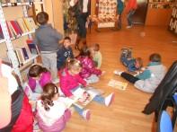 Деца из вртића у посети библиотеци